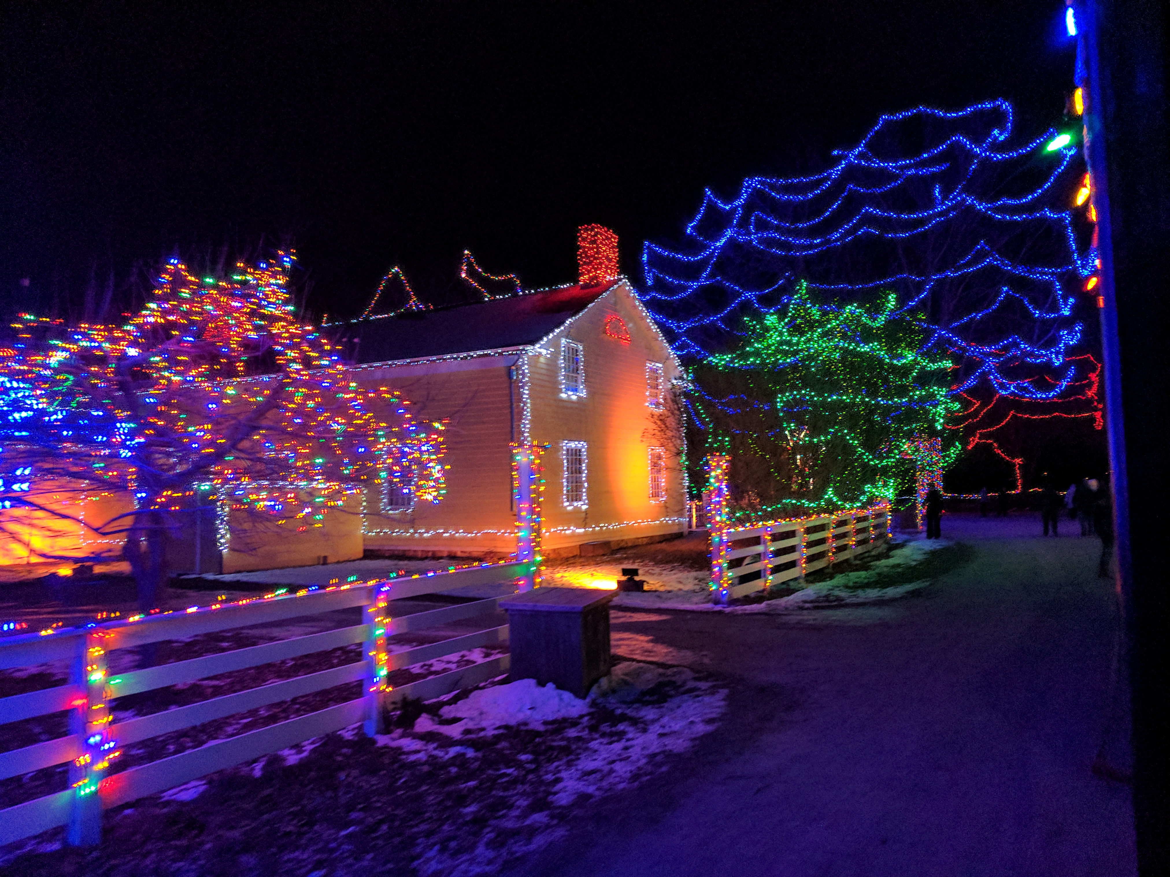 Night lights upper canada village - Upper Canada Village Is A Well Oiled Machine When It Comes To Celebrating The Holidays Their Halloween Event Pumpkinferno Is Spectacular And Similarly